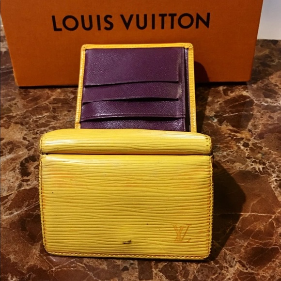 Louis Vuitton Handbags - Auth Louis Vuitton Epi Wallet